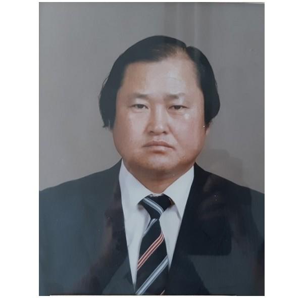 13대 이사장 김지환(1986-1989).jpg