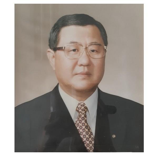 18대 이사장 송준용(2001-2004).jpg